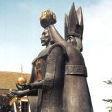 Tótkomlós - Szent István szobor és díszkút